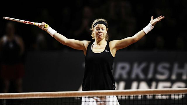 There will be a partisan atmosphere at the Stuttgart Open final after Laura Siegemund booked her place with a 6-4 7-5 win over Simona Halep.
