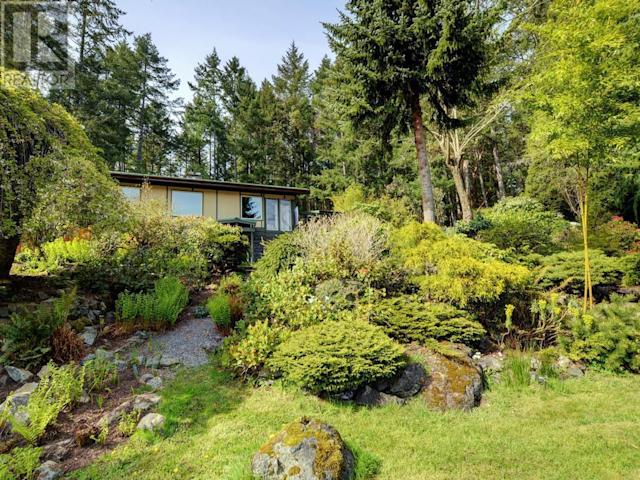 "<p><a href=""https://www.zoocasa.com/victoria-bc-real-estate/5299650-673-lost-lake-rd-victoria-bc-v9b6e3-391548"" rel=""nofollow noopener"" target=""_blank"" data-ylk=""slk:673 Lost Lake Rd., Victoria, B.C."" class=""link rapid-noclick-resp"">673 Lost Lake Rd., Victoria, B.C.</a><br> For those times you have to tear yourself away, it's only a 25 minute drive to downtown Victoria.<br> (Photo: Zoocasa) </p>"