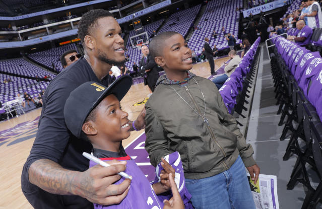 "<a class=""link rapid-noclick-resp"" href=""/nba/players/5158/"" data-ylk=""slk:Ben McLemore"">Ben McLemore</a>, posing here with Kings fans in 2017, was traded back to Sacramento last month. (Getty Images)"
