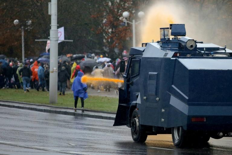 Belarus threatens to fire on anti-Lukashenko protesters