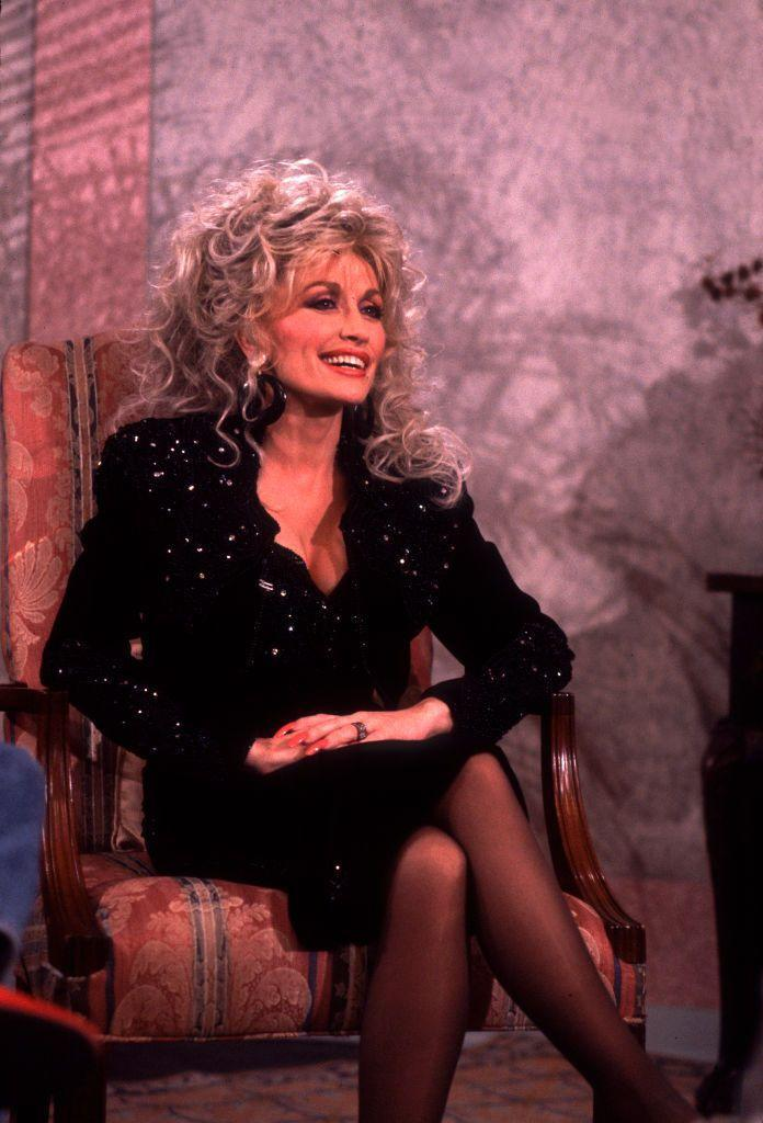 <p>Dolly and Oprah go way back (not just anyone can get Oprah to sing a duet with them!) The old friends chatted together on Oprah's talkshow.</p>