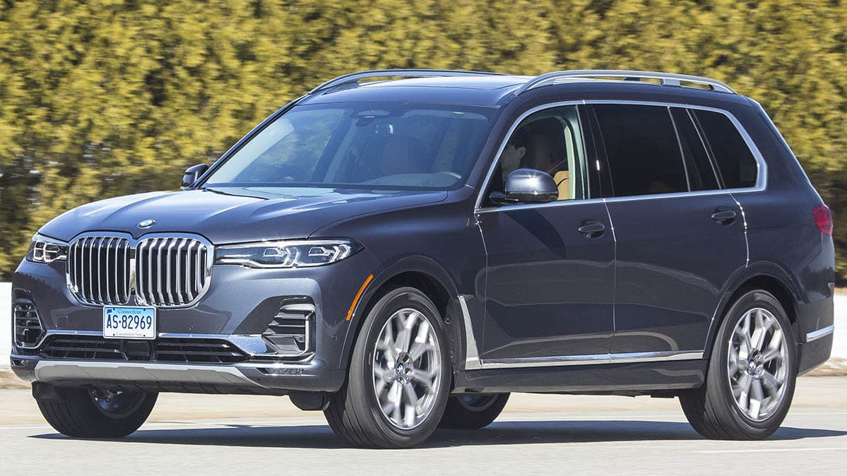 2019 BMW X7 Is Luxurious, Large, and In Charge