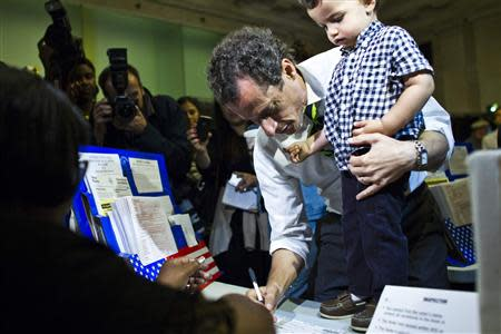 New York City Democratic mayoral candidate Anthony Weiner prepares to cast his vote in a polling center with his son, Jordan Weiner, during the primary election in New York September 10, 2013. REUTERS/Eduardo Munoz
