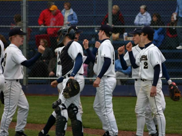 The Canby baseball team celebrates — CanbyBaseball.com