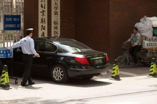 A US embassy car enters the Chaoyang Hospital in Beijing where Chinese activist Chen Guangcheng was staying