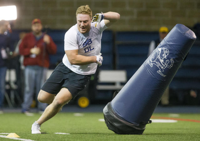 Andrew Trumbetti runs drills during Notre Dame Pro Day football workouts in South Bend, Ind., Thursday, March 22, 2018. (Michael Caterina/South Bend Tribune via AP)