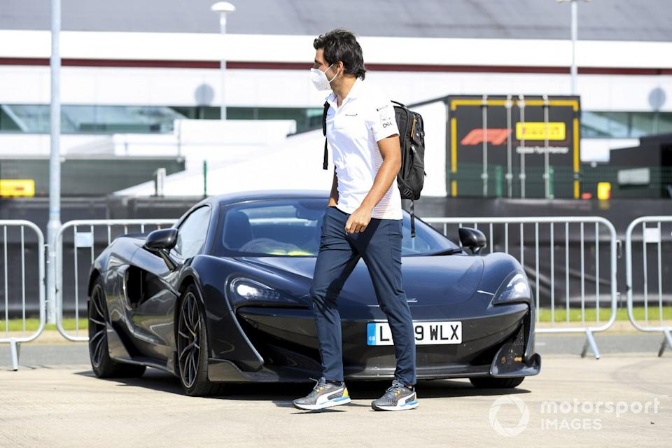 "Carlos Sainz Jr., McLaren arrives<span class=""copyright"">Charles Coates / Motorsport Images</span>"