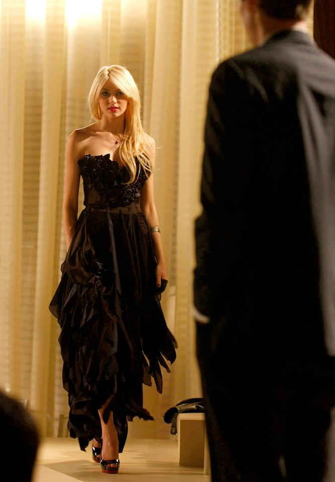 """Q: Which """"Gossip Girl"""" stud ended up being Jenny Humphrey's date to her debutante cotillion ball?"""