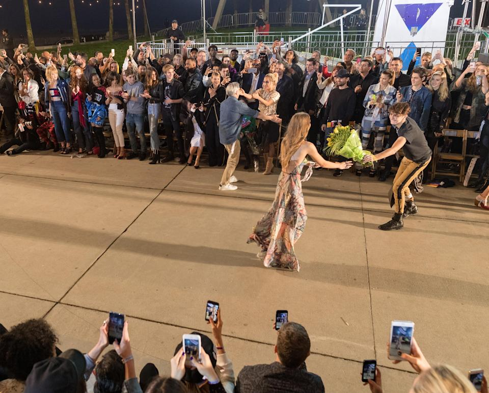 <p>Members of the public were again invited to watch (and shop) the show with all phones up for the finale and Gigi's younger brother, Anwar, handing his sister a bouquet of flowers.<br><i>[Photo: Getty]</i> </p>