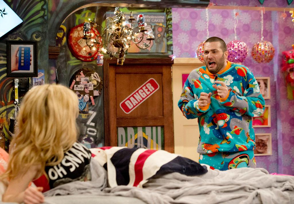 "Sam (Jennette McCurdy) and Goomer (Zoran Korach) in the ""Sam & Cat"" episode, ""#GoomerSitting."""