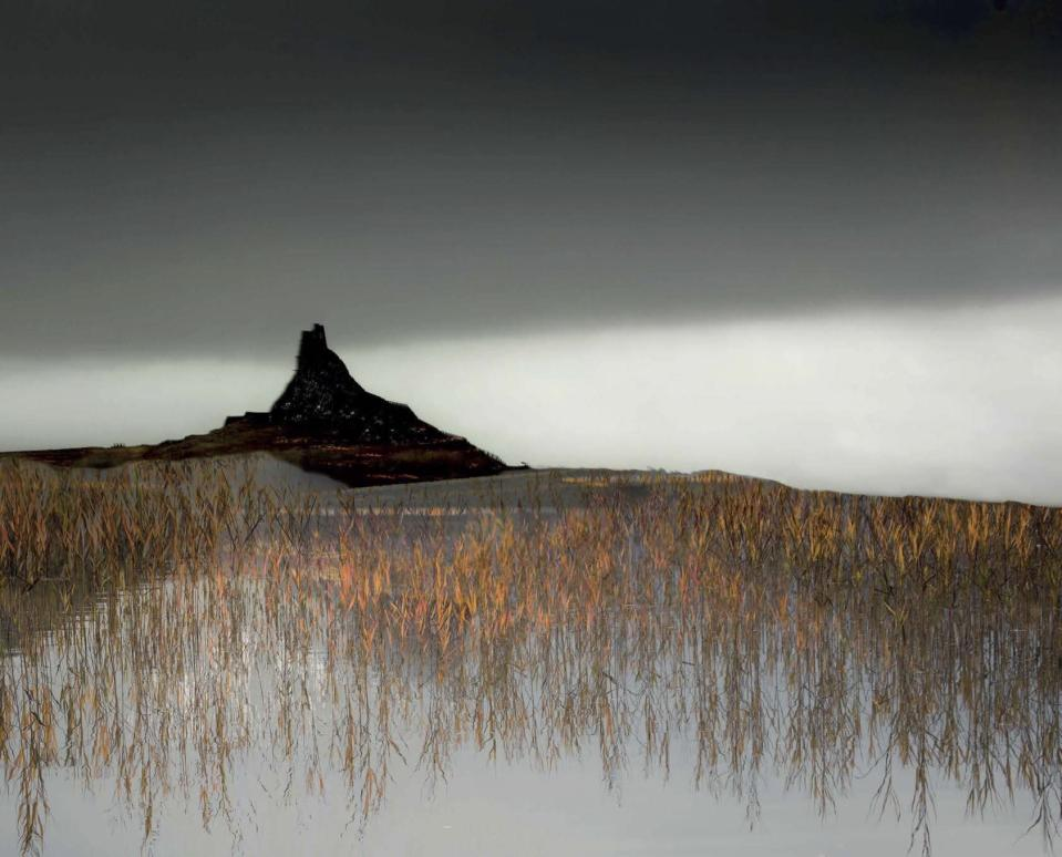 <p>Each of the photographers has their own unique take on how, where and why the landscape should be recorded.<br>(Masters of Landscape Photography) </p>
