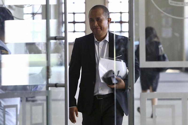 AmBank senior manager Badrul Hisham Mohamad arrives at the Kuala Lumpur Court Complex April 18, 2019. — Picture by Yusof Mat Isa