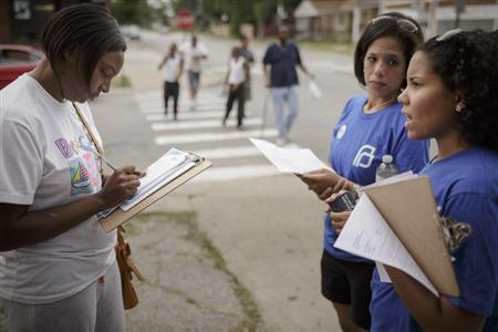 Get Covered America volunteers Cynae Derose and Jalisa Hinkle talk with Shirese Davis about the Affordable Care Act while canvassing a Chicago neighborhood