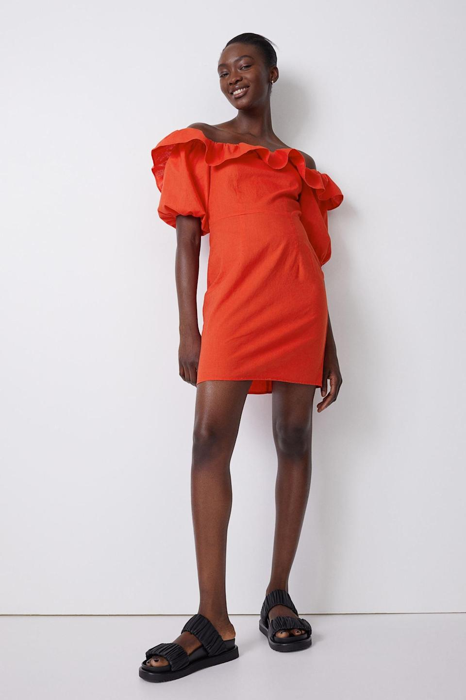<p>The neckline of this <span>H&amp;M Off-the-shoulder Dress</span> ($30) adds so much drama and glam.</p>