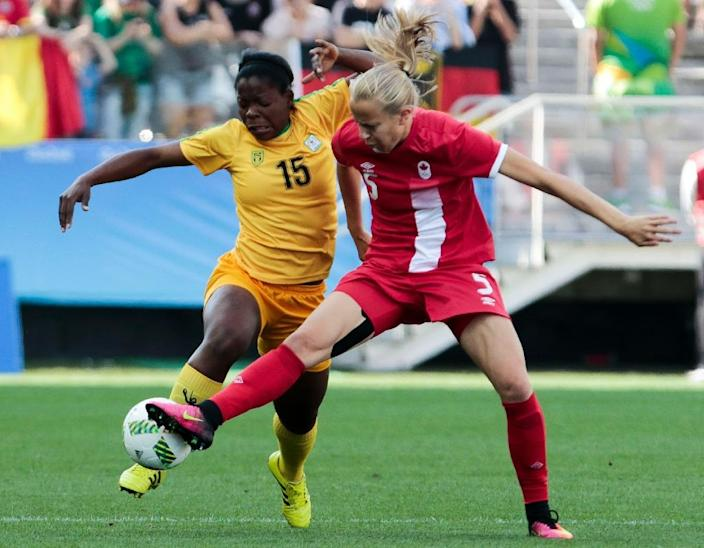 Rebecca Quinn (R) of Canada tackles Rutendo Makore of Zimbabwe during their Rio 2016 Olympic Games Second Round Group F women's football match in Sao Paulo (AFP Photo/Miguel Schincariol)