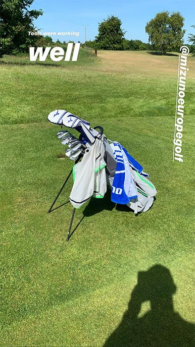 Mike-Tindall-golf-clubs