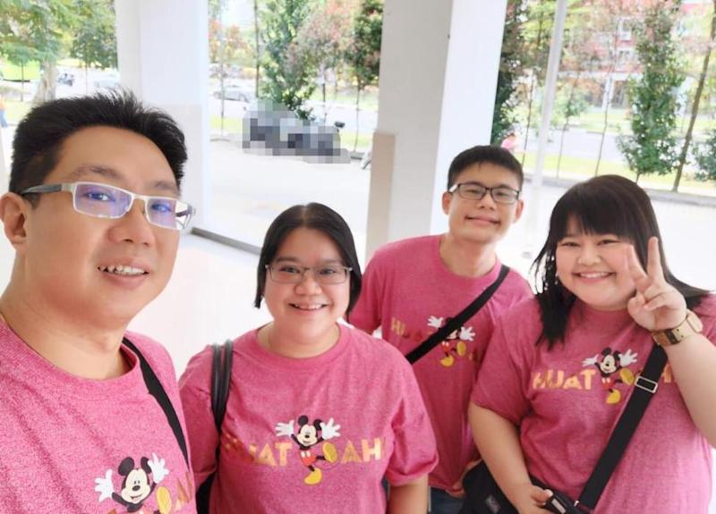 41-year-old Jasmine Eng (second from left) and on her right, her brother Yong Chuan, 29. (PHOTO: Jasmine Eng)
