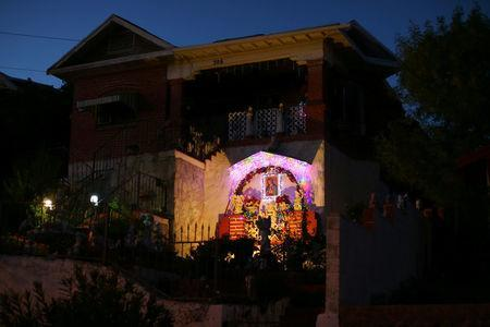 A residential home is seen in Nogales, Arizona, United States, October 9, 2016. REUTERS/Mike Blake