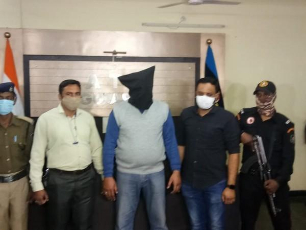 A team of Gujarat ATS arrested terrorist Dawood Ibrahim's aide, Abdul Majeed Kutty, from Jamshedpur in Jharkhand on Saturday