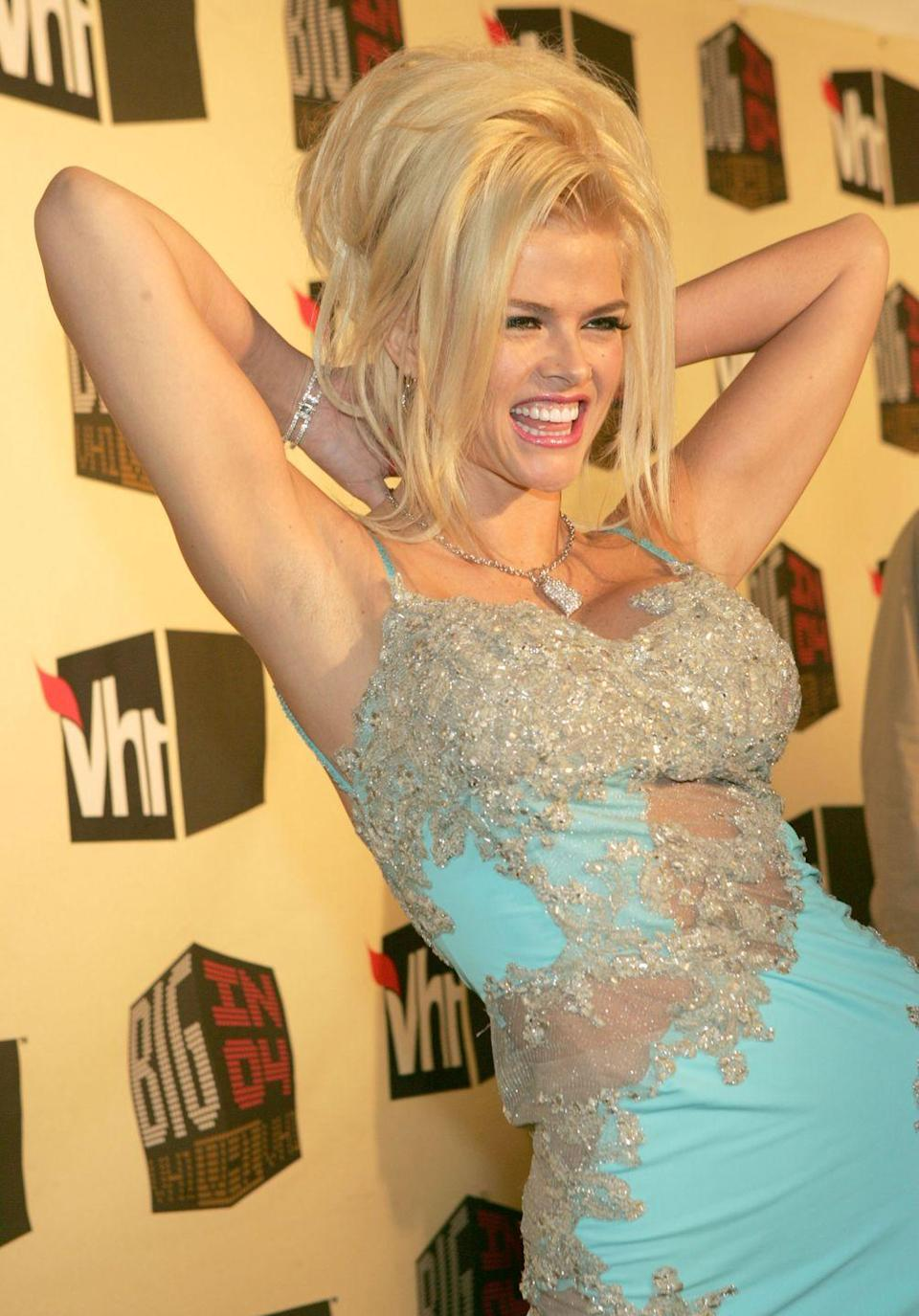 <p>The legendary Anna Nicole Smith—aka the star of <em>The</em> <em>Anna Nicole Smith Show</em> on E! for three seasons—dressed in teal sequined dazzle, playfully poses on Vh1's red carpet. </p>