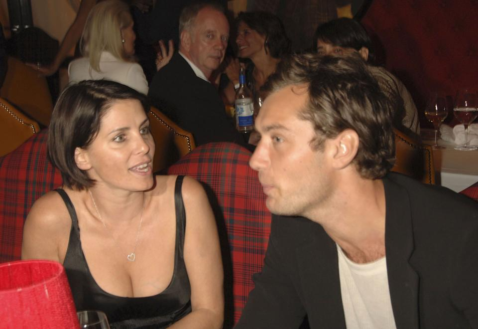 LONDON- SEPTEMBER 7: (EMBARGOED FOR PUBLICATION IN UK TABLOID NEWSPAPERS UNTIL 48 HOURS AFTER CREATE DATE AND TIME)  Sadie Frost and actor Jude Law attend the Robert Mapplethorpe: 'Still Moving and Lady' exhibition after party at the Dorchester on September 7, 2006, in London, England. (Photo by Dave Benett/Getty Images)