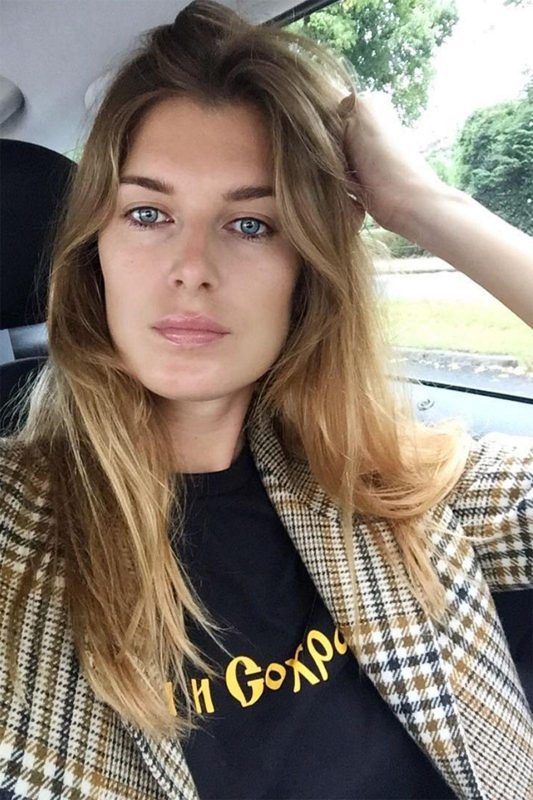 """<p><strong>The Soft Centre-Parting</strong></p> <p>If you're used to a side sweep, a centre parting can be pretty severe. Soften the severity by making the line less sharp and twist <span>your</span> hair up into a loose bun at night so when you take it down in the morning you're left with gorgeous, gentle waves that frame the face like stylist <a href=""""https://www.instagram.com/sgundelach/"""" rel=""""nofollow noopener"""" target=""""_blank"""" data-ylk=""""slk:Stephanie Gundelach"""" class=""""link rapid-noclick-resp"""">Stephanie Gundelach</a>.</p> <span class=""""copyright"""">Photo: Via @sgundelach</span>"""