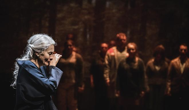 The opera recounts the love-hate relationship between a mother, an acclaimed pianist, and her two adult daughters, who suffer from great trauma after their mother's long absences because of her career. Photo: Jonas Persson