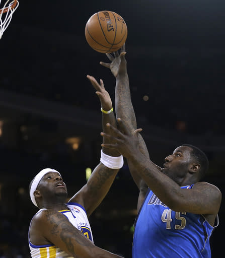 Dallas Mavericks' DeJuan Blair, right, shoots over Golden State Warriors' Jermaine O'Neal during the first half of an NBA basketball game, Tuesday, March 11, 2014, in Oakland, Calif. (AP Photo/Ben Margot)