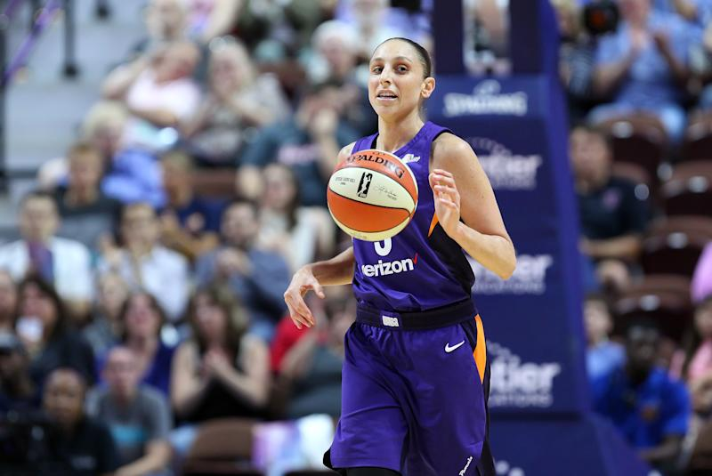UNCASVILLE, CT - JULY 13: Phoenix Mercury guard Diana Taurasi (3) dribbles the ball up court during a WNBA game between Phoenix Mercury and Connecticut Sun on July 13, 2018, at Mohegan Sun Arena in Uncasville, CT. Connecticut won 91-87. (Photo by M. Anthony Nesmith/Icon Sportswire via Getty Images)