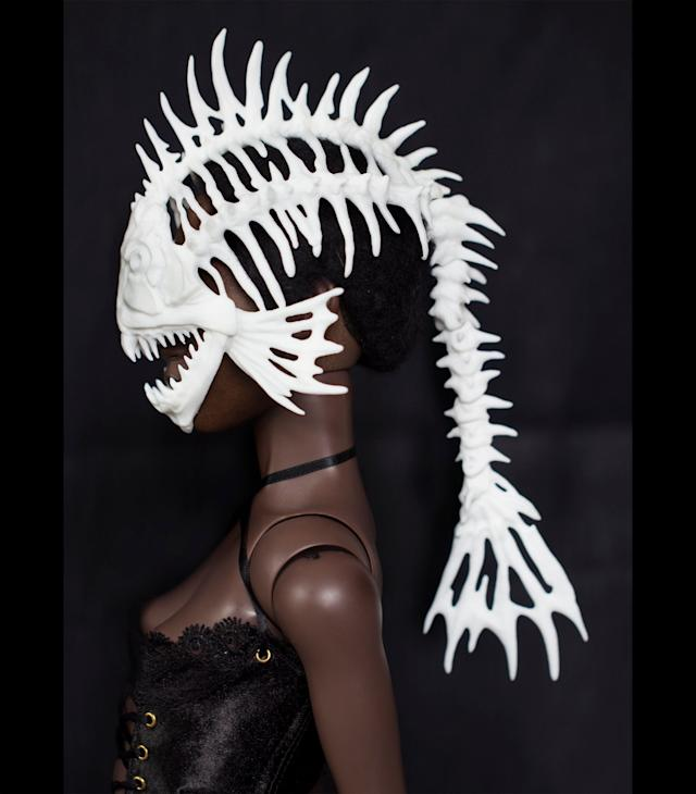 Hey, your Barbie probably gets bored of looking gorgeous in a plastic way. Allow that doll to express her inner monster with this <span>plastic mask </span>that will surely give Ken a scare.