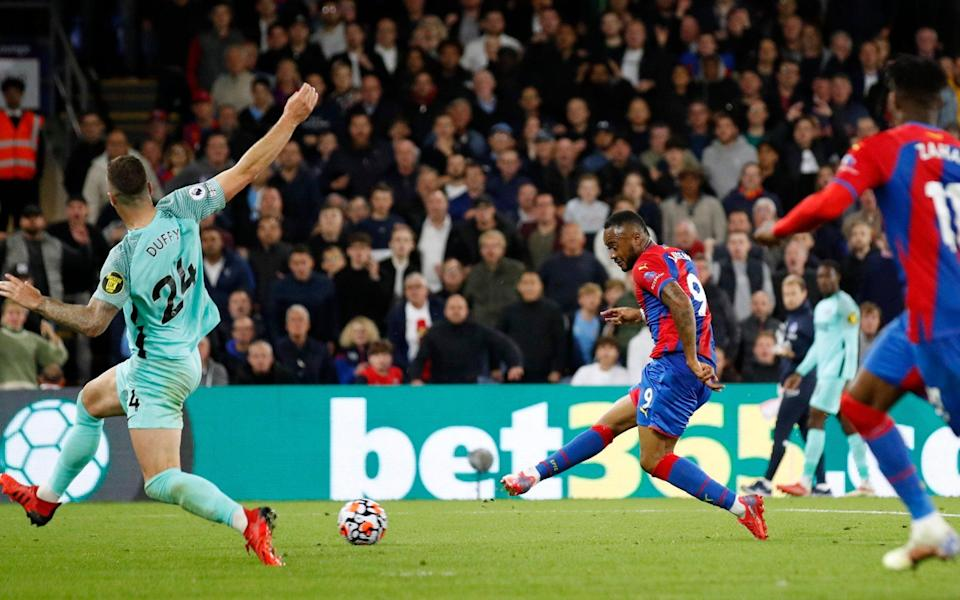 Crystal Palace's Jordan Ayew shoots at goal - Action Images via Reuters/Andrew Boyers