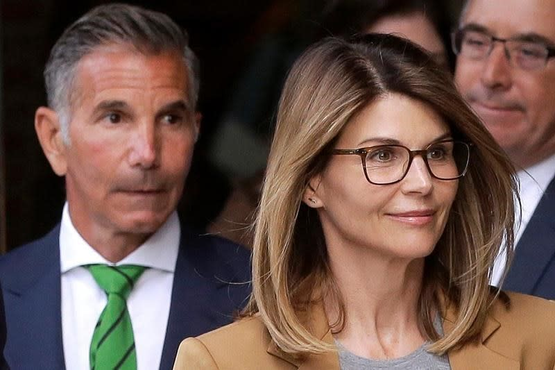 Prosecutors seek prison time for Lori Loughlin and Mossimo Giannulli