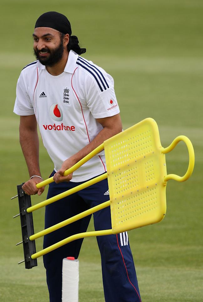 MANCHESTER, UNITED KINGDOM - MAY 21:  Monty Panesar of England in a fielding drill during training at Old Trafford Cricket Ground ahead of the 2nd Test against New Zealand, May 21, 2008 in Manchester, England.  (Photo by Hamish Blair/Getty Images)