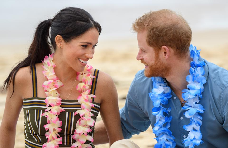 SYDNEY, AUSTRALIA - OCTOBER 19:  (NO UK SALES FOR 28 DAYS) Prince Harry, Duke of Sussex and Meghan, Duchess of Sussex visit Bondi beach on October 19, 2018 in Sydney, Australia. The Duke and Duchess of Sussex are on their official 16-day Autumn tour visiting cities in Australia, Fiji, Tonga and New Zealand.  (Photo by Pool/Samir Hussein/WireImage)