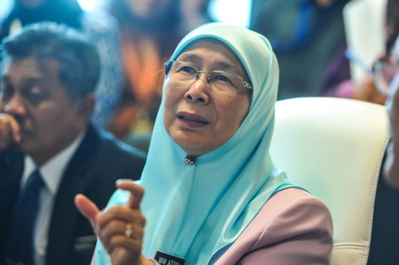 Yesterday, Deputy Prime Minister Datuk Seri Dr Wan Azizah Wan Ismail said Che Abdul Karim's marriage to the 11-year old girl is valid under Kelantan's Islamic laws. ― Picture by Shafwan Zaidon