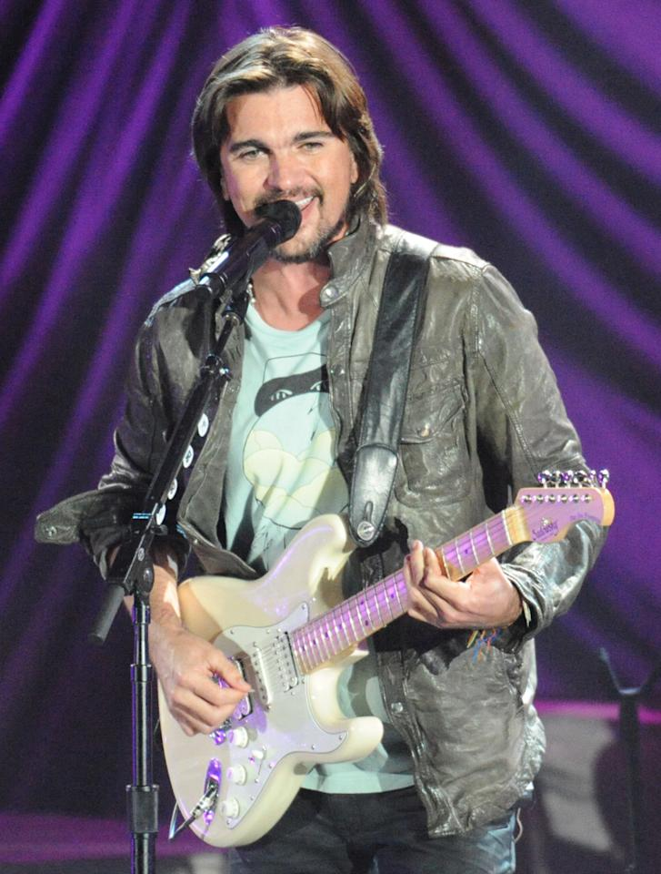"Juanes performs at the ""A Decade of Difference"" concert on October 15, 2011, at the Hollywood Bowl, Los Angeles. <br><br>(Photo by Stephanie Cabral/Yahoo!)<br><br><a href=""http://news.yahoo.com/blogs/the-difference/clinton-concert-video-watch-juanes-perform-164410066.html"">Watch Juanes' entire performance</a>"
