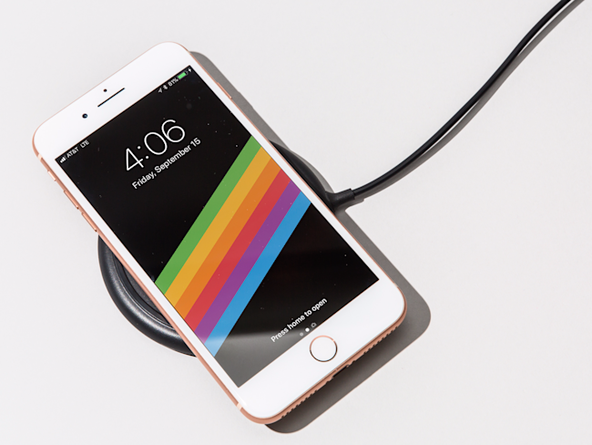 the best attitude a9bbc 4a609 Wireless charging on the iPhone 8 is just as slow as the included ...