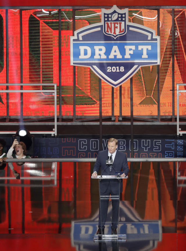 Commissioner Roger Goodell announces the Cleveland Browns selection of Oklahoma's Baker Mayfield during the first round of the NFL football draft, Thursday, April 26, 2018, in Arlington, Texas. (AP Photo/Eric Gay)