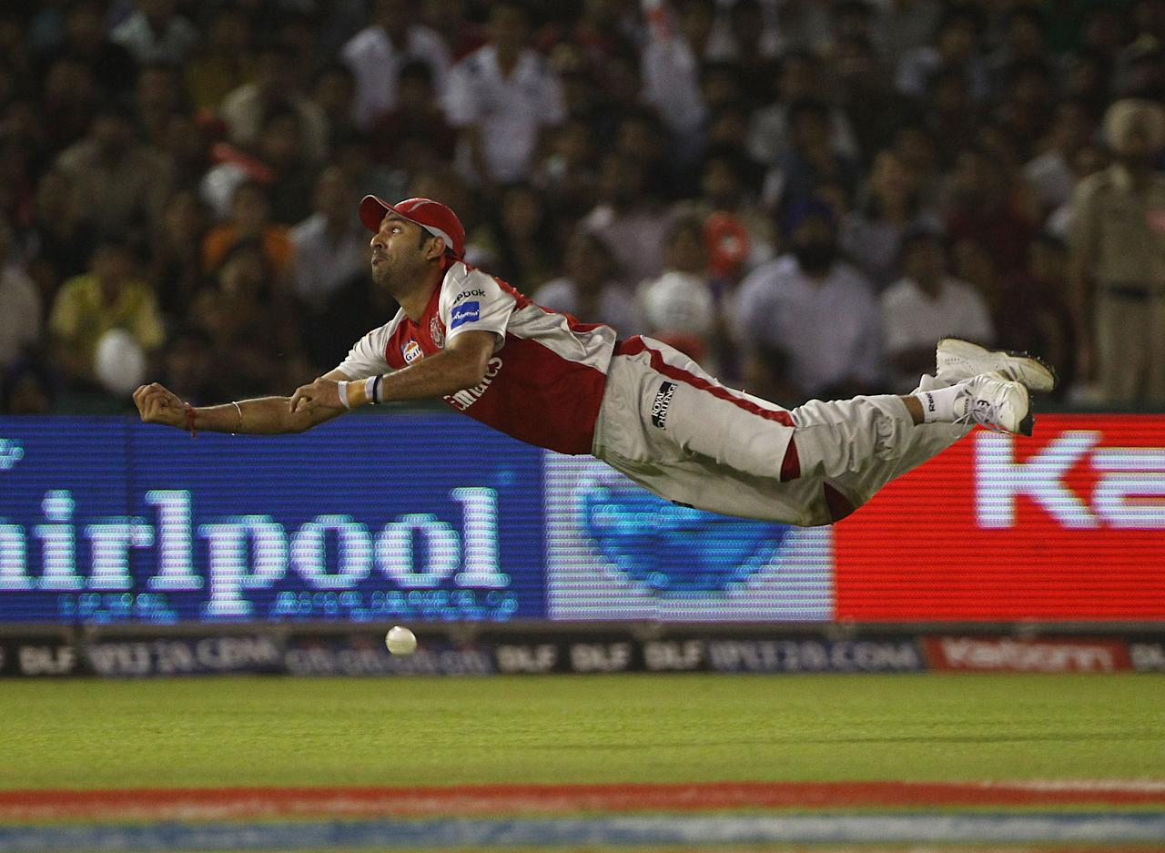 MOHALI, INDIA - APRIL 02:  Yuvraj Singh of the Kings XI Punjab fails to hold onto a diving catch during the 2010 DLF Indian Premier League T20 group stage match between Kings XI Punjab and Royal Challengers Bangalore played at Sardar Patel Gujarat Stadium on April 2, 2010 in Mohali, India.  (Photo by Robert Cianflone-IPL 2010/IPL via Getty Images)