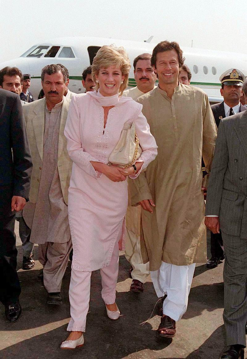 Diana, The Princess of Wales, wore a tradional shalwar kameez when she arrived in Lahore, Pakistan in April 1996. [Photo: Getty]