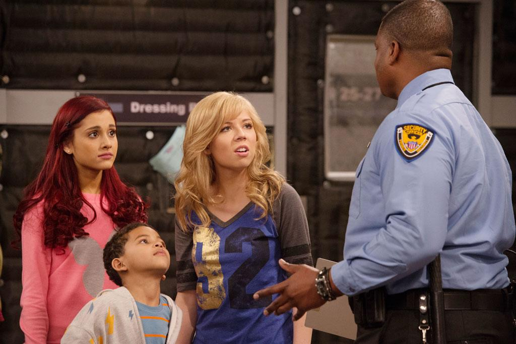 "Cat Valentine (Ariana Grande), Bob (Rashaan Smith) and Sam Puckett (Jennette McCurdy) in the ""Sam & Cat"" episode, ""#FavoriteShow."""