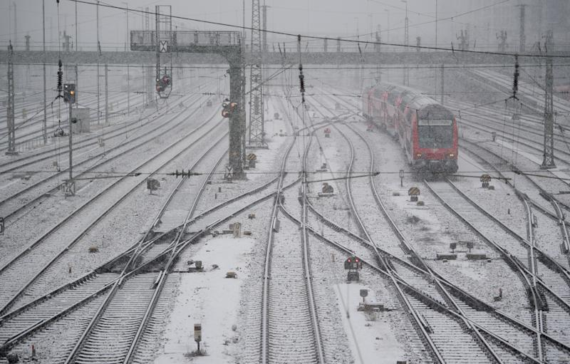 04 January 2019, Bavaria, München: A Deutsche Bahn train stands at the main station in heavy snowfall. Due to the announced heavy snowfall this weekend, rail travellers in Bavaria are threatened with traffic chaos. Photo: Sven Hoppe/dpa (Photo by Sven Hoppe/picture alliance via Getty Images)
