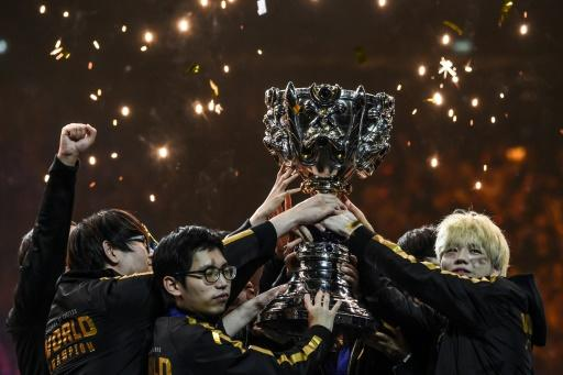 "Chinese team FPX lifting the gamer holy grail ""League of Legends"" world championship trophy"