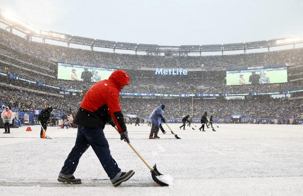 Packers-Giants Viewers Do Not Appreciate Fox's Superimposed Yardage Markers in the Snow