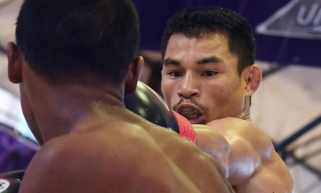 Wanheng Menayothin earned his 50th straight victory on Wednesday, matching Floyd Mayweather's career mark.