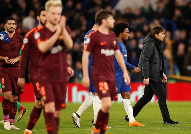 Soccer Football - Champions League Round of 16 First Leg - Chelsea vs FC Barcelona - Stamford Bridge, London, Britain - February 20, 2018 Chelsea manager Antonio Conte and Willian (2nd R) after the match Action Images via Reuters/Andrew Boyers