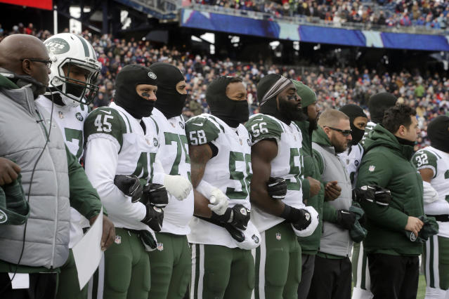 "<a class=""link rapid-noclick-resp"" href=""/nfl/teams/nyj"" data-ylk=""slk:Jets"">Jets</a> chairman Christopher Johnson has offered to pay the fines of players who kneel for the anthem. (AP Photo/Steven Senne)"