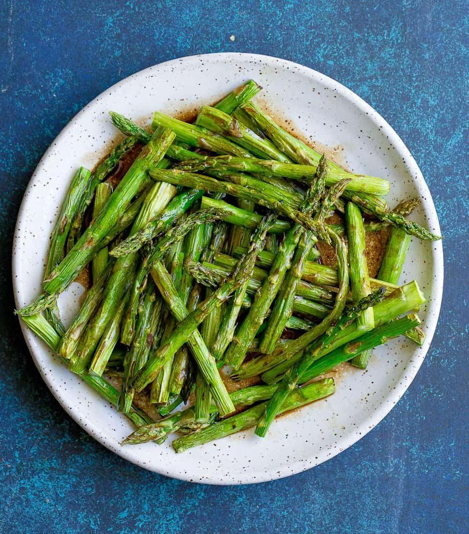"<p>Nutritious and simple, asparagus is a healthy and festive side to go with heavier Thanksgiving day foods. This air fryer recipe from <a href=""https://www.wholesomelicious.com/air-fryer-asparagus/"" rel=""nofollow noopener"" target=""_blank"" data-ylk=""slk:Wholesomelicious"" class=""link rapid-noclick-resp"">Wholesomelicious </a>has good fats from ghee and coconut aminos to work well for the keto diet.</p>"