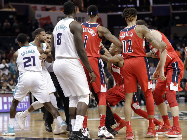 Players and officials try to separate Charlotte Hornets' Michael Carter-Williams, second from left, and Washington Wizards' Tim Frazier, third from right, after a scuffle during the second half of an NBA basketball game in Charlotte, N.C., Wednesday, Jan. 17, 2018. Both players were ejected from the game. (AP)