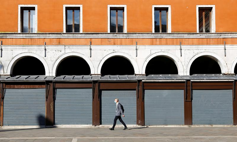 A man walks past closed shops at Rialto bridge, amid the coronavirus disease (COVID-19) outbreak, in Venice, Italy June 19, 2020. REUTERS/Fabrizio Bensch (Photo: Fabrizio Bensch / Reuters)